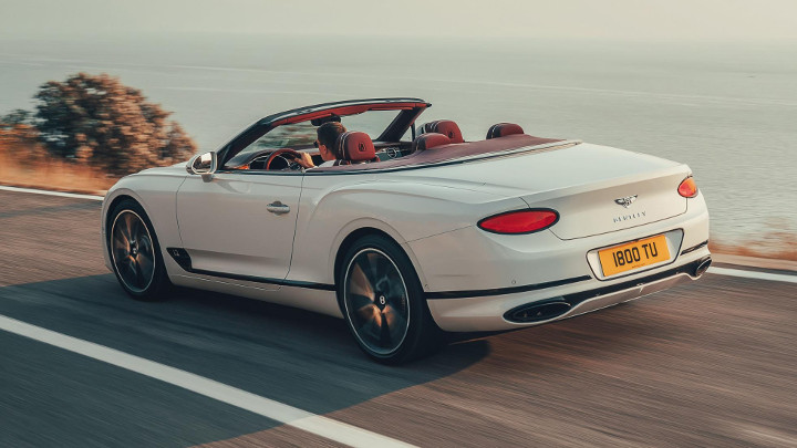 Bentley's new convertible lets you do 333kph with the top